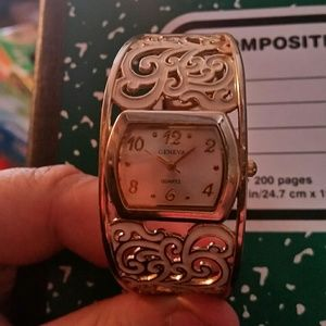 Woman's Geneva Battery Quartz Gold and White Watch